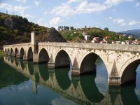 Bridge over Drina River in Višegrad, BiH. (GNU Free Documentation License) {JPEG}